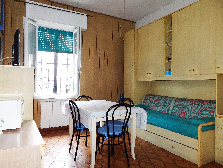 Bilocale al piano rialzato in piccola palazzina senza spese condominiali, Cinisello Balsamo