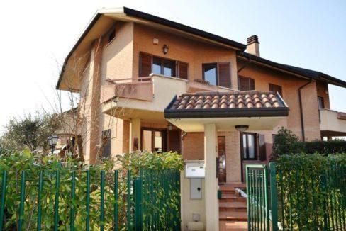 Villa con giardino a Calderara Paderno Dugnano