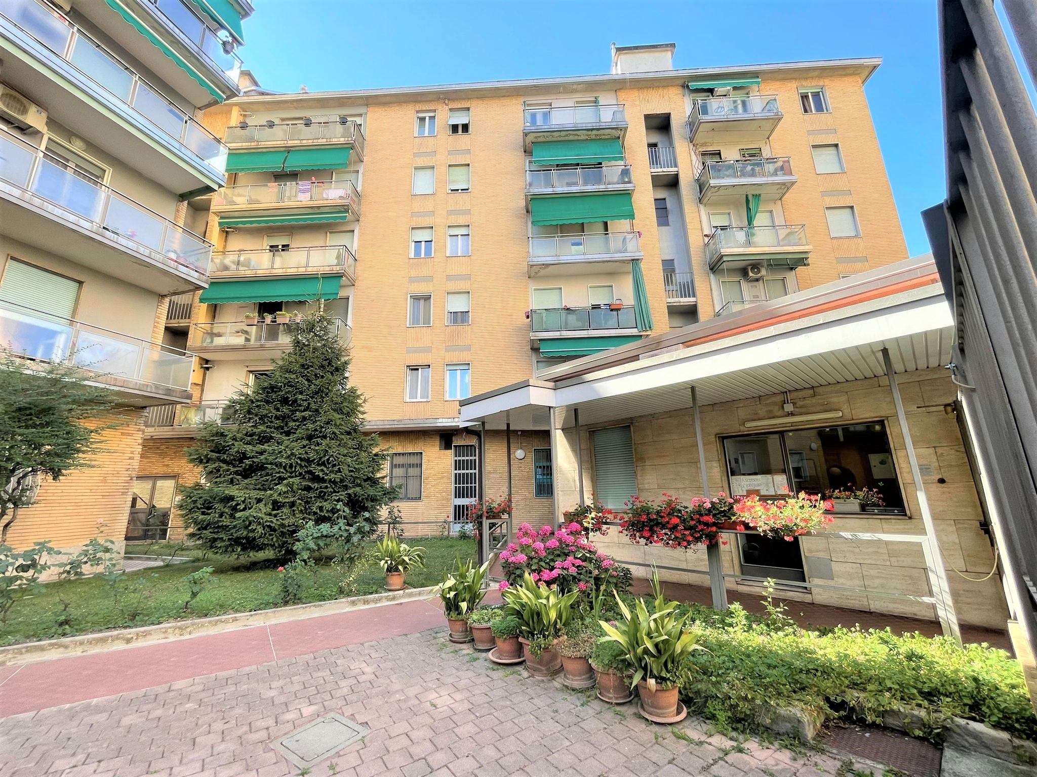 Bilocale con cucina abitabile sito all' ultimo piano in zona centrale a Cinisello Balsamo
